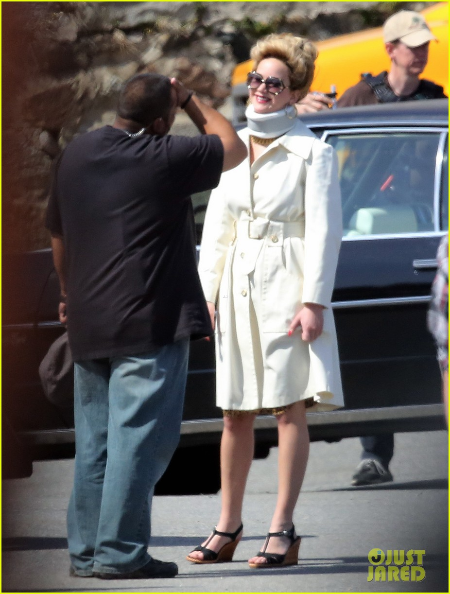 jennifer lawrence neck brace on david o russell set 042846285