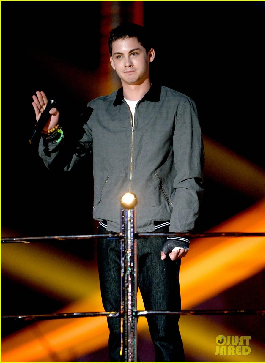 Logan Lerman & Alexandra Daddario - MTV Movie Awards 2013