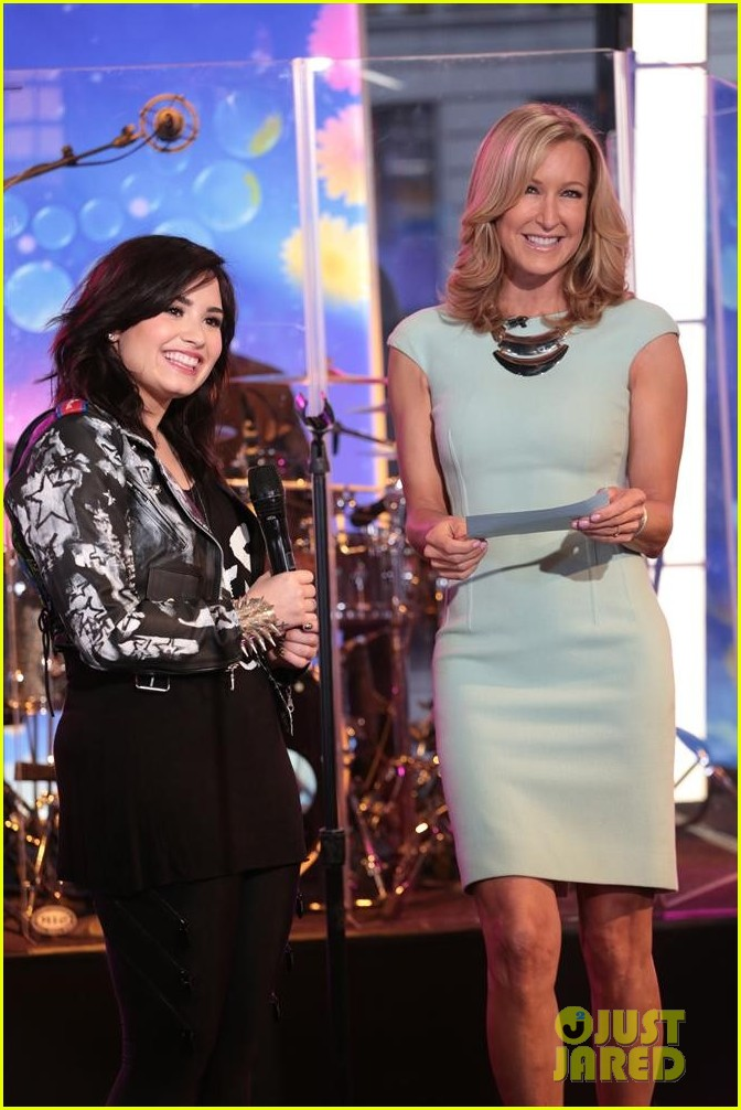 demi lovato heart attack on gma watch now 09