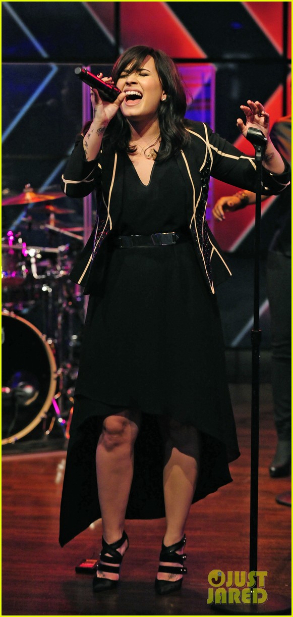demi lovato heart attack performance on live watch now 03