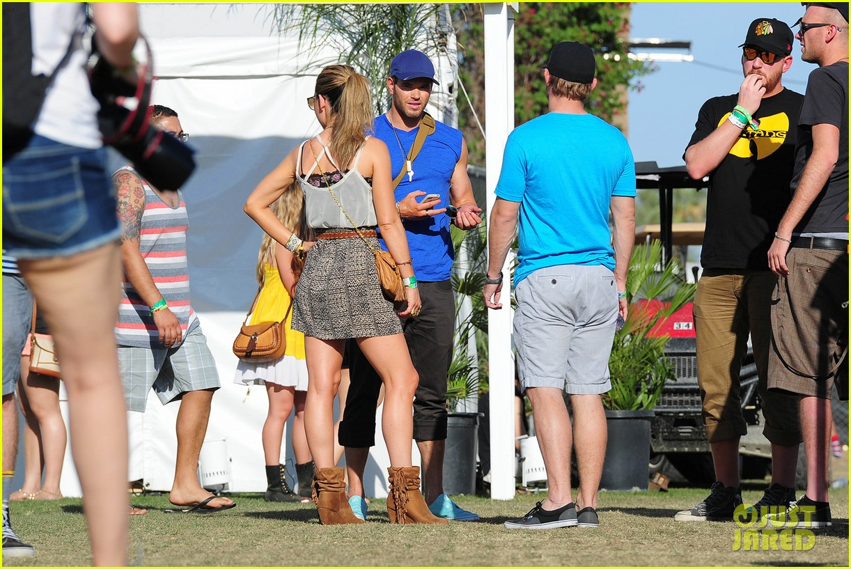 kellan lutz shirtless clothes change at coachella 11