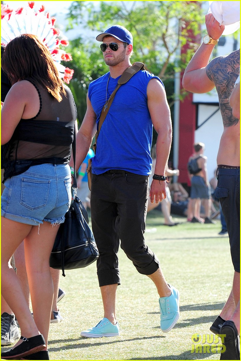 kellan lutz shirtless clothes change at coachella 142849339