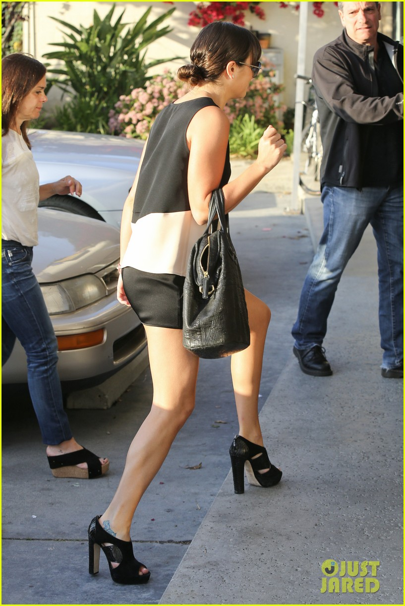lea michele dinner with parents after jonathan groff hike 102848054