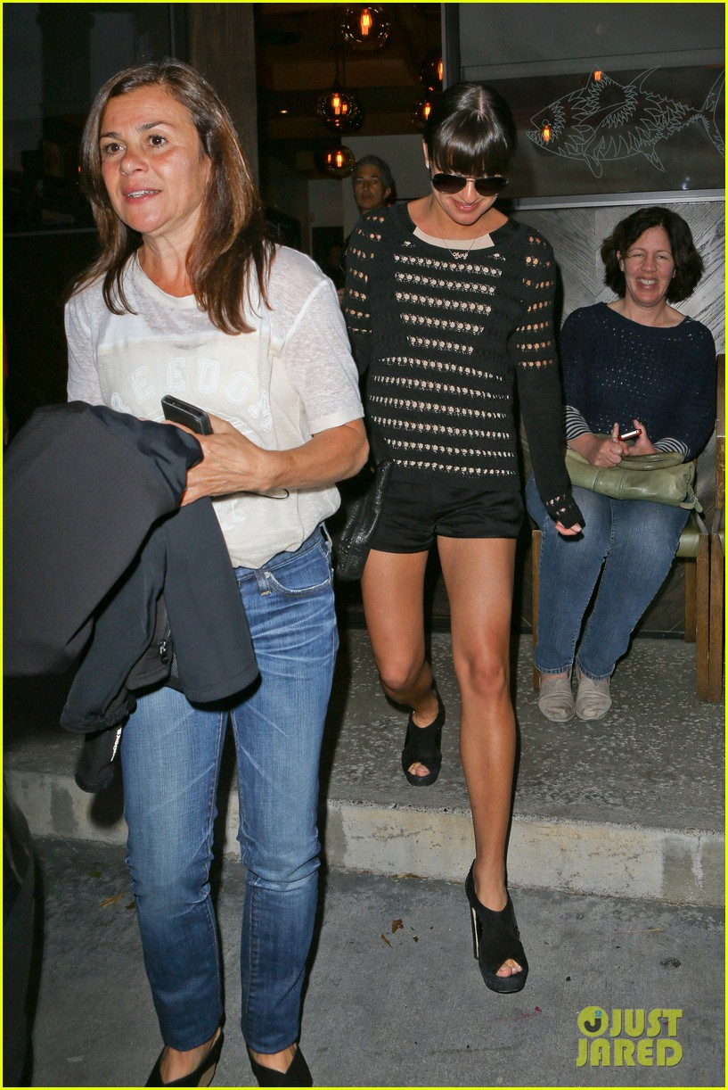 lea michele dinner with parents after jonathan groff hike 17