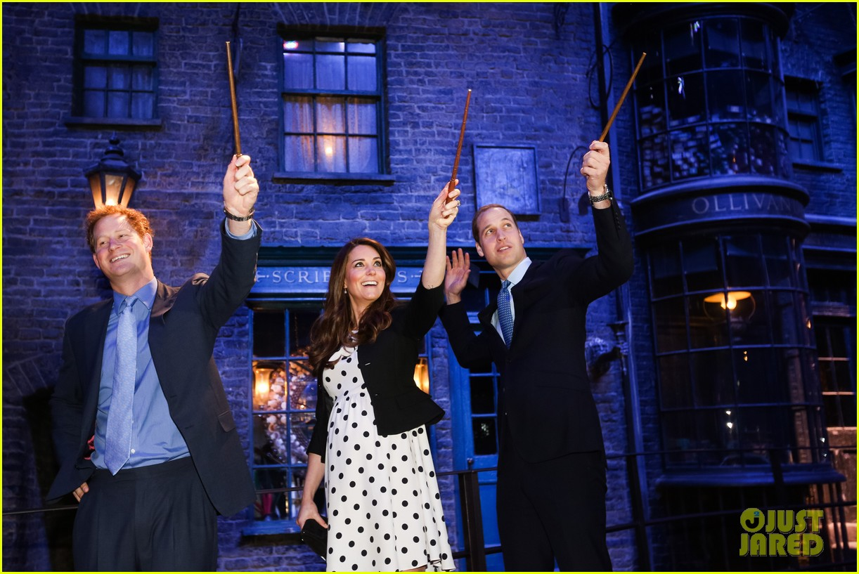 kate middleton prince william harry potter wand battle 20