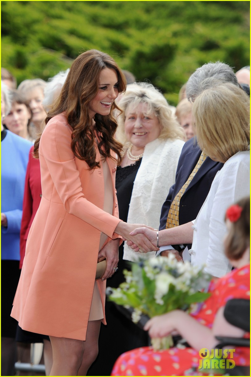 kate middleton visits naomi house speaks in recorded video 07