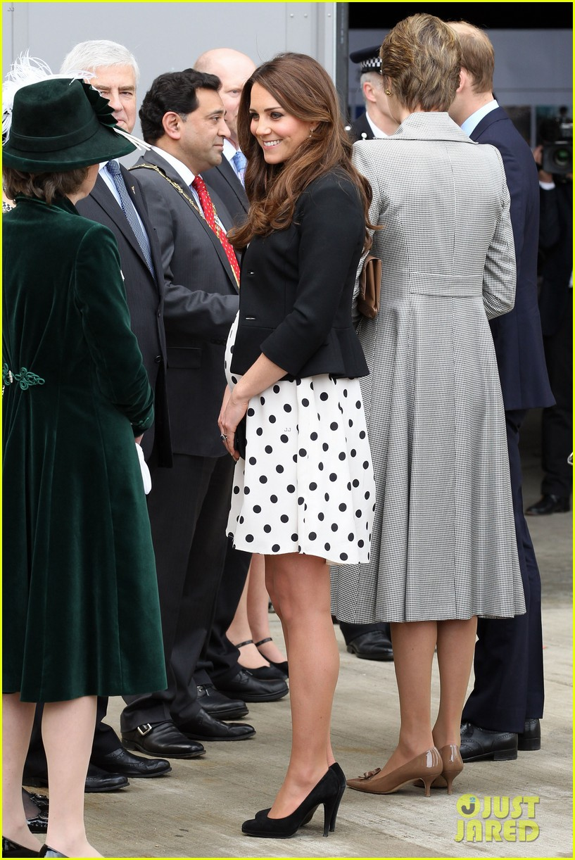 kate middleton pregnant warner bros studios visit with prince william 06