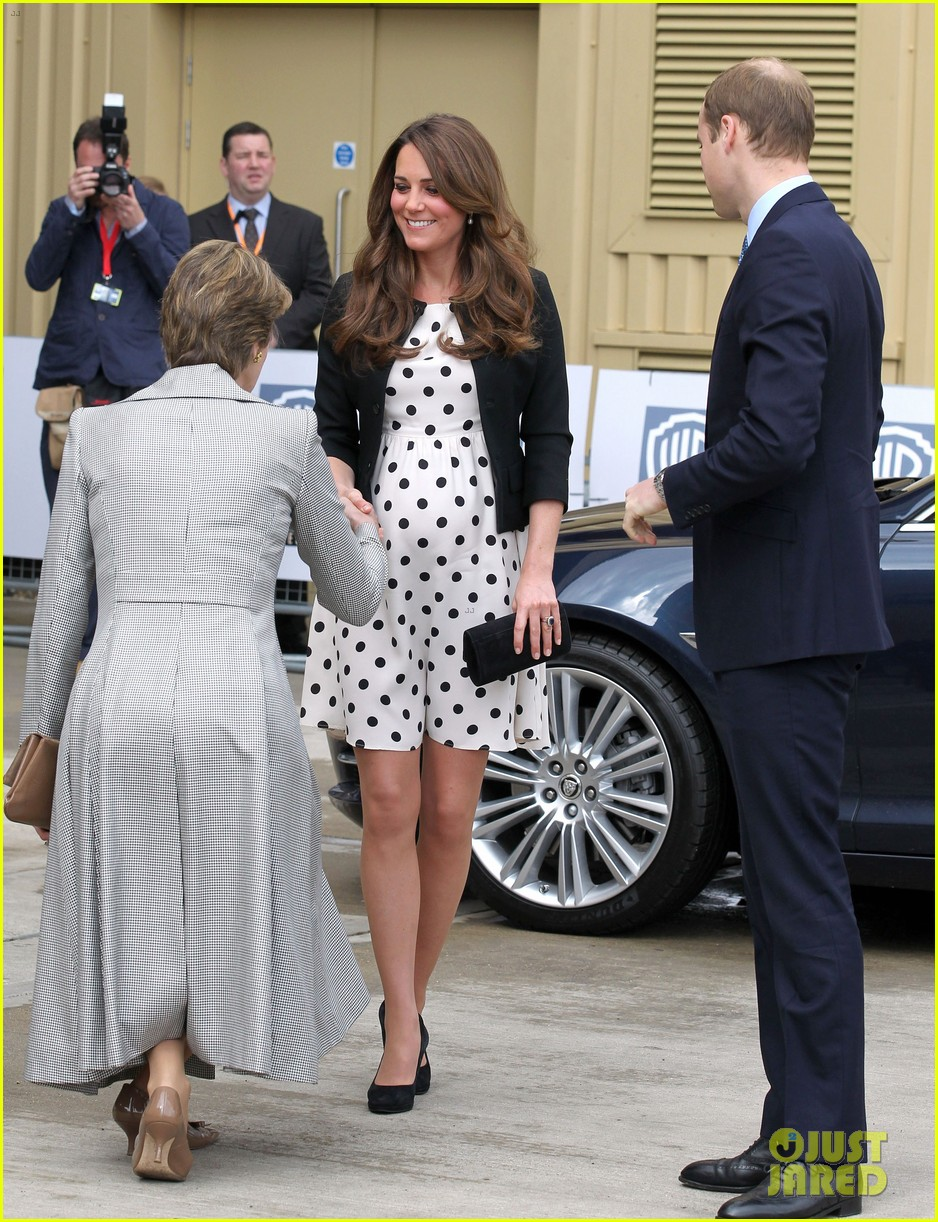 kate middleton pregnant warner bros studios visit with prince william 08