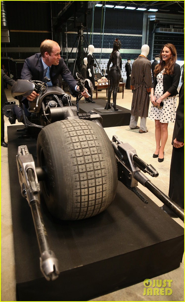 kate middleton pregnant warner bros studios visit with prince william 19