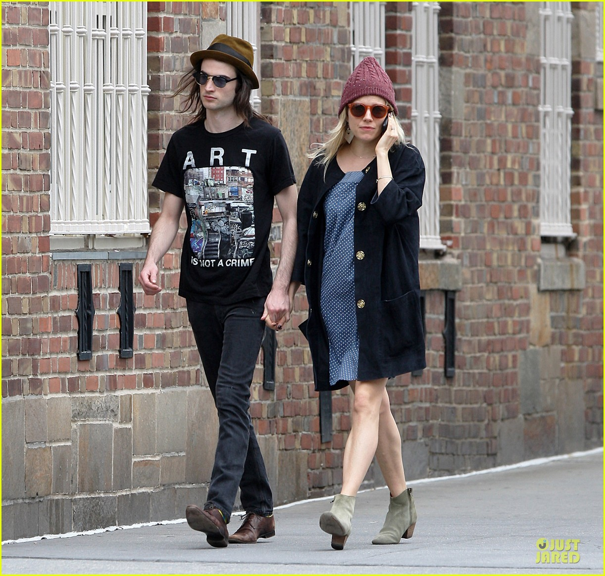 sienna miller tom sturridge burberry campaign couple 322854104