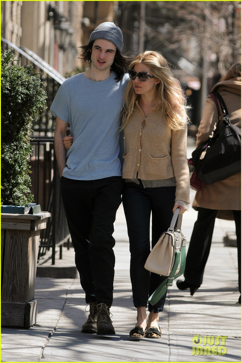 sienna miller tom sturridge west village lunch lovebirds 072843141