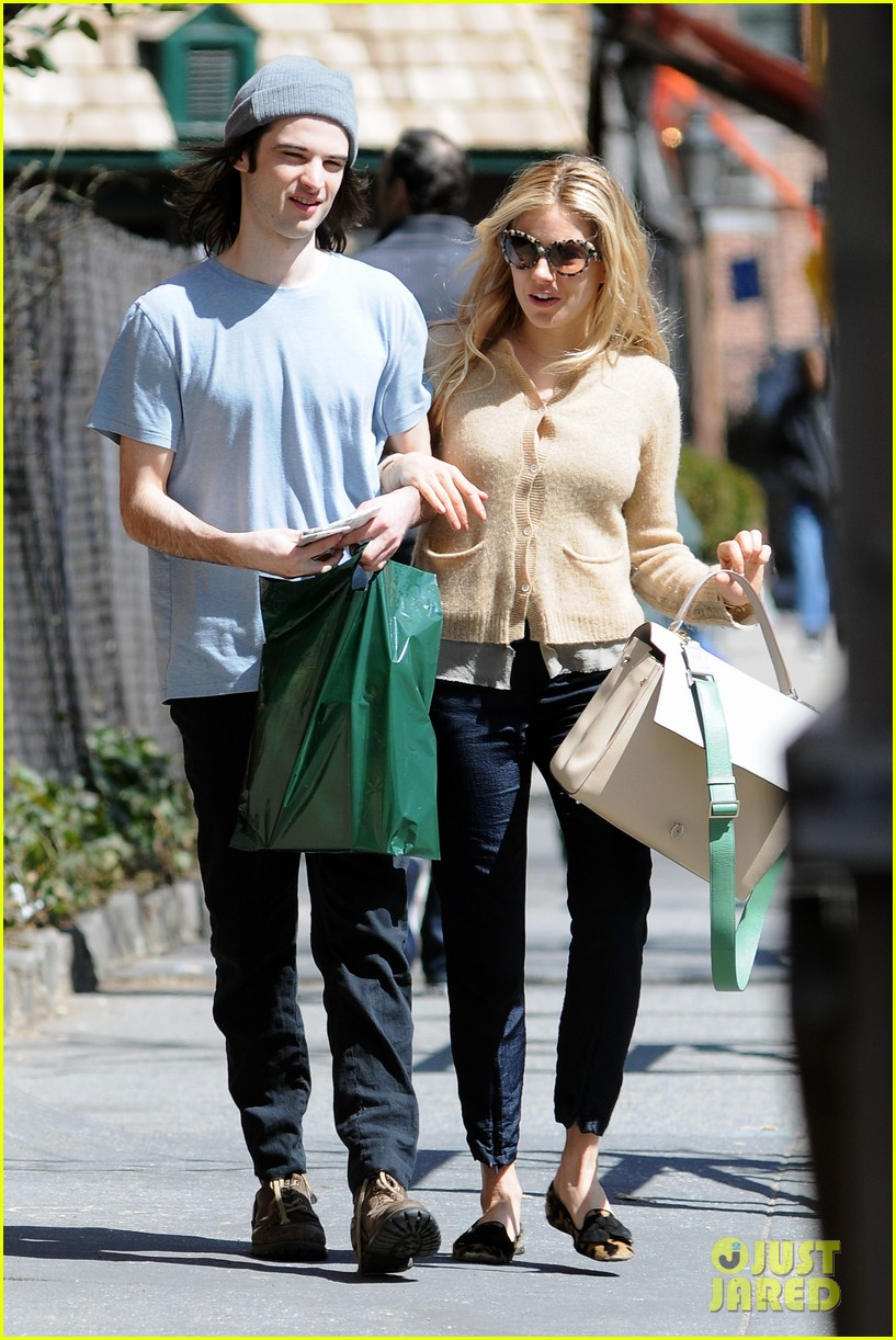 sienna miller tom sturridge west village lunch lovebirds 11