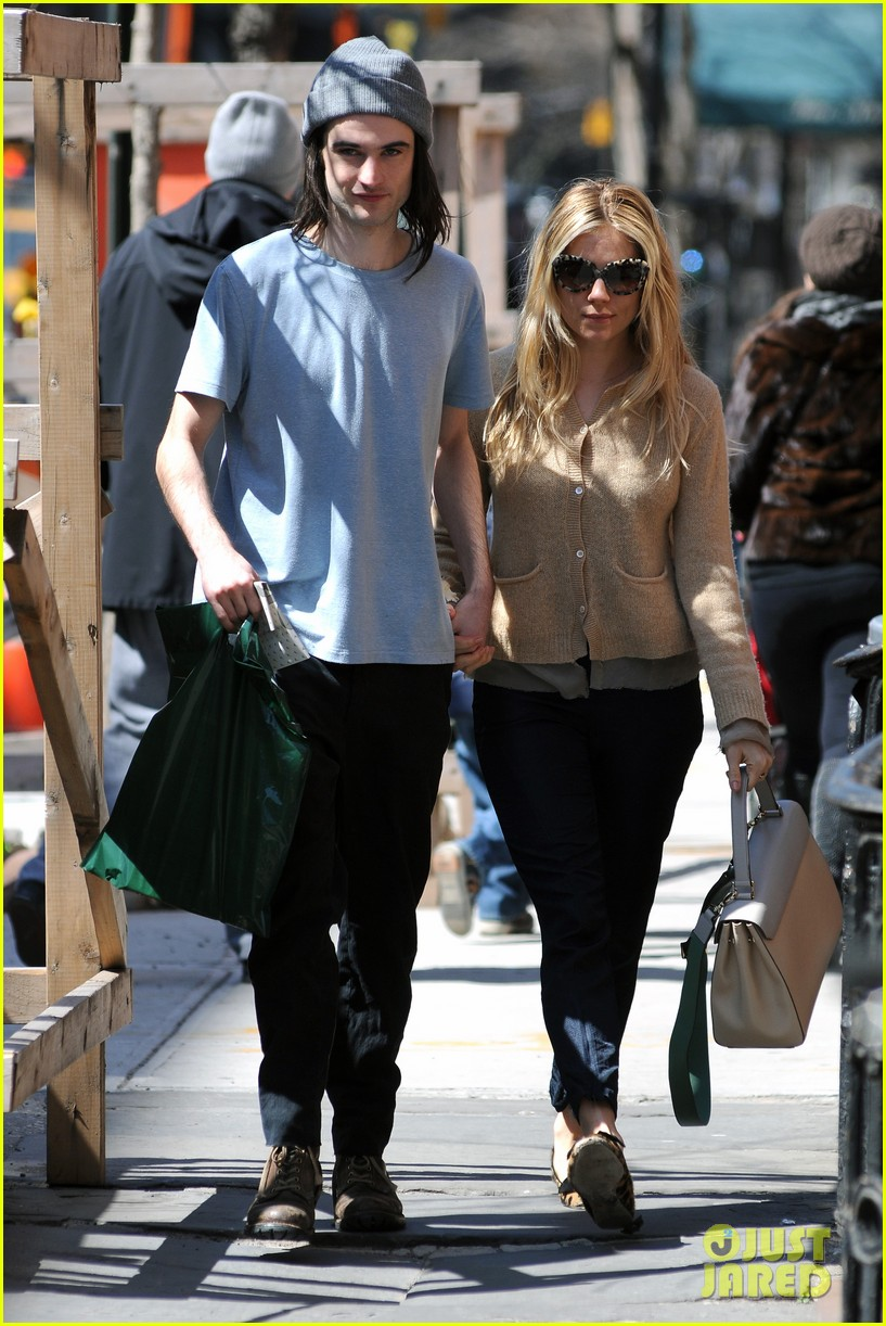 sienna miller tom sturridge west village lunch lovebirds 152843149