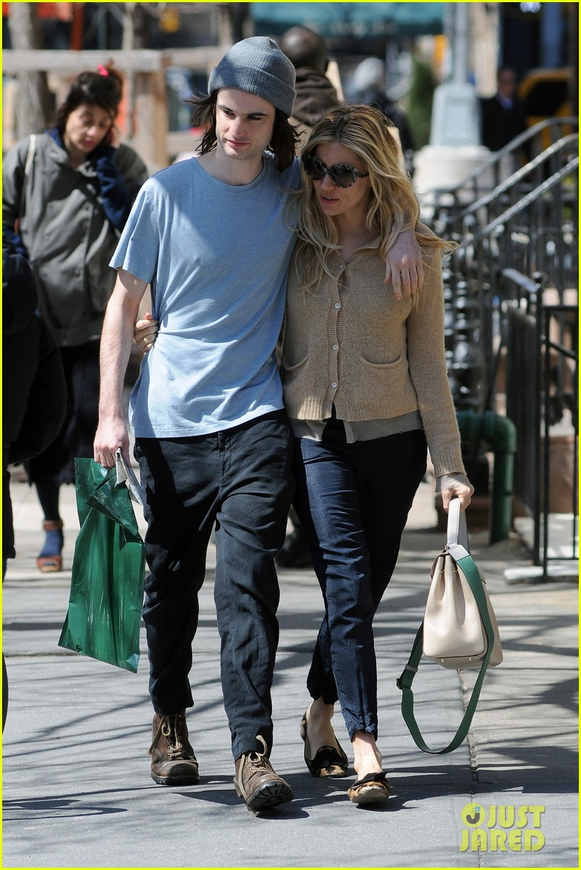 sienna miller tom sturridge west village lunch lovebirds 21