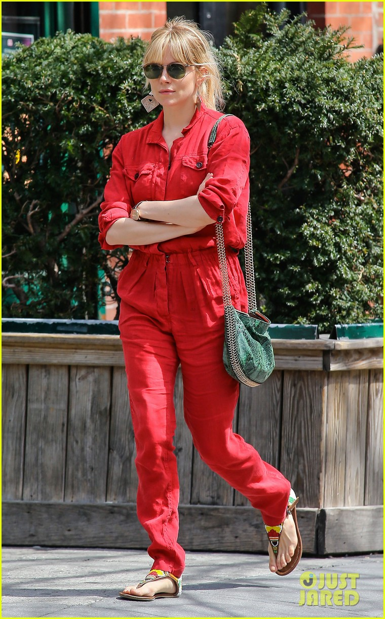 sienna miller lady in red with tom sturridge 082847219