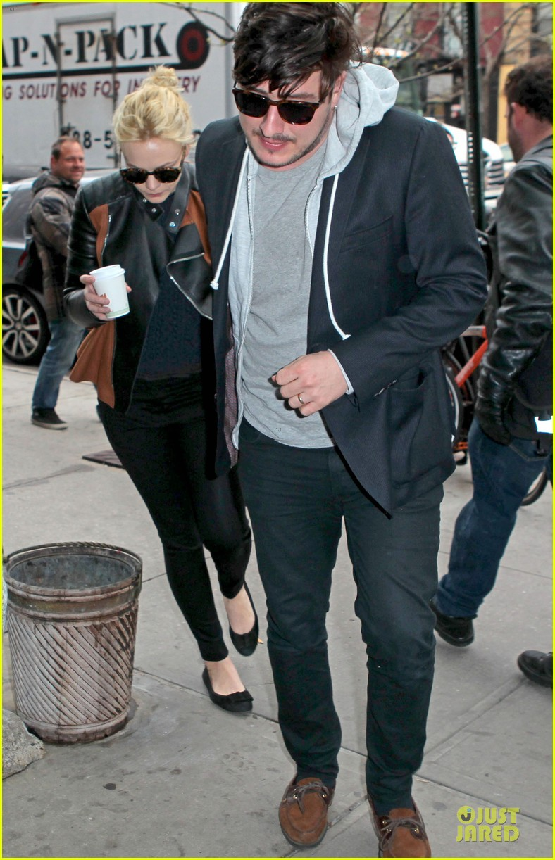 carey mulligan marcus mumford holding hands in the east village 052856676