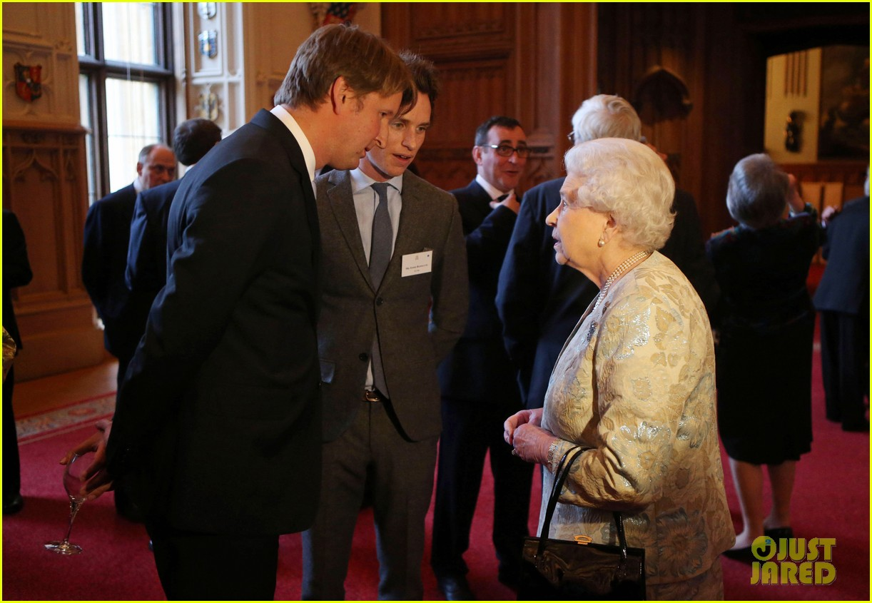 carey mulligan eddie redmayne meet queen at film reception 22