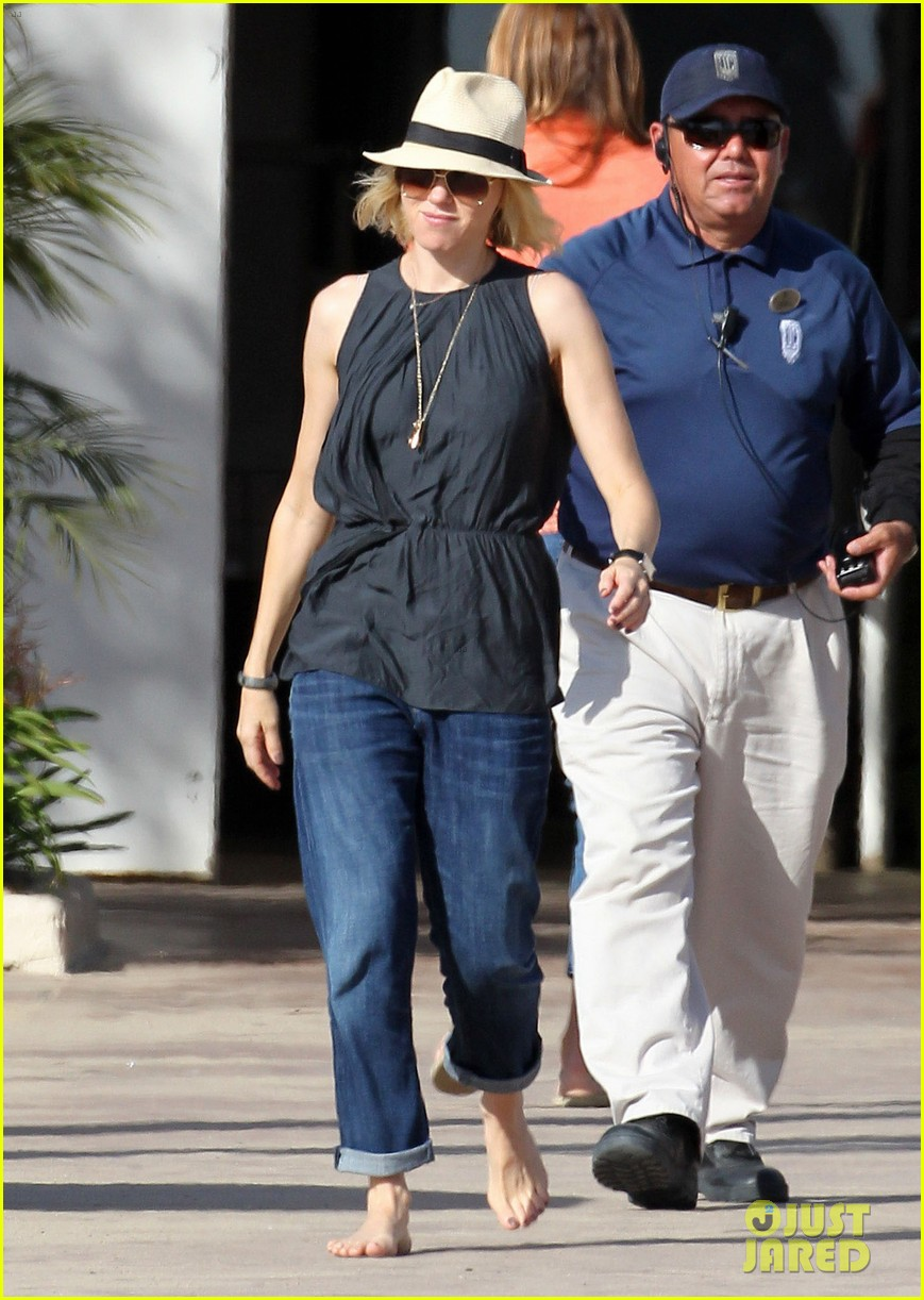 Naomi Watts Amp Liev Schreiber Family Outing With Sasha And