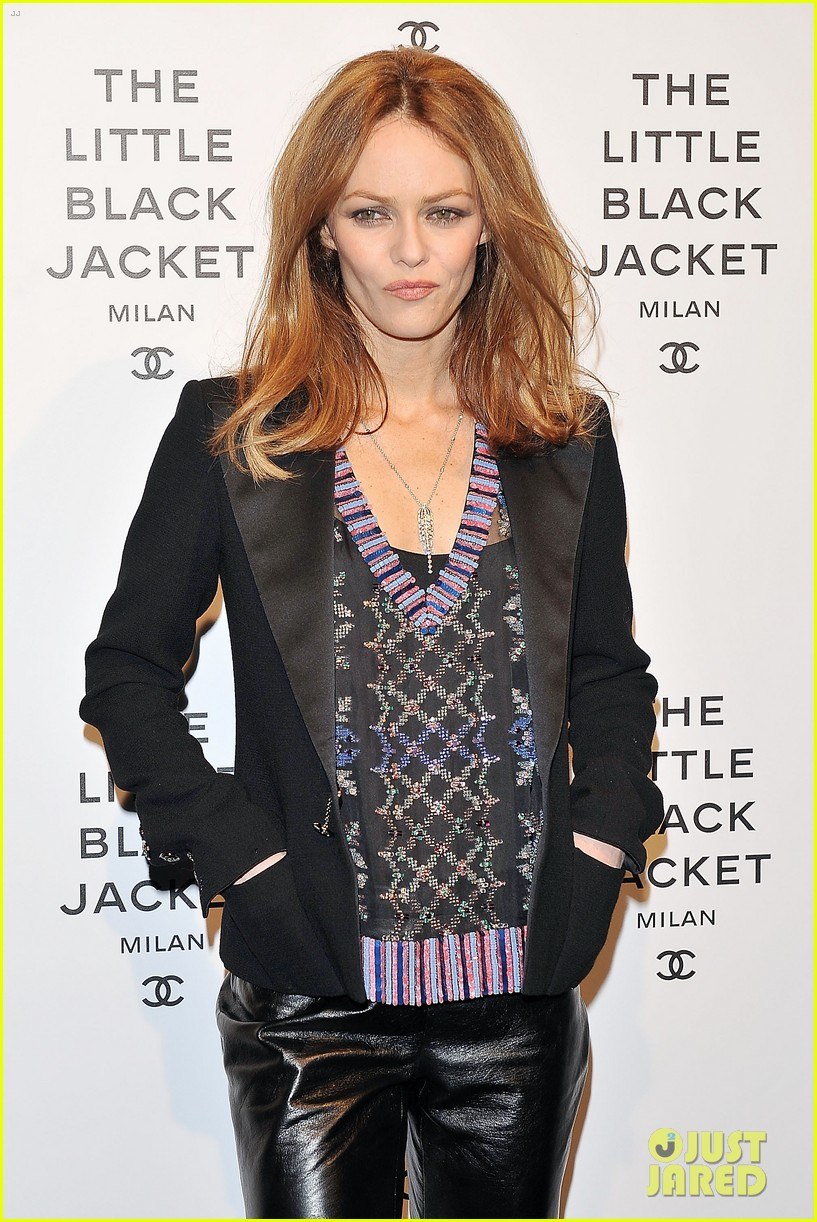 elizabeth olsen chanel little black jacket event 152843476