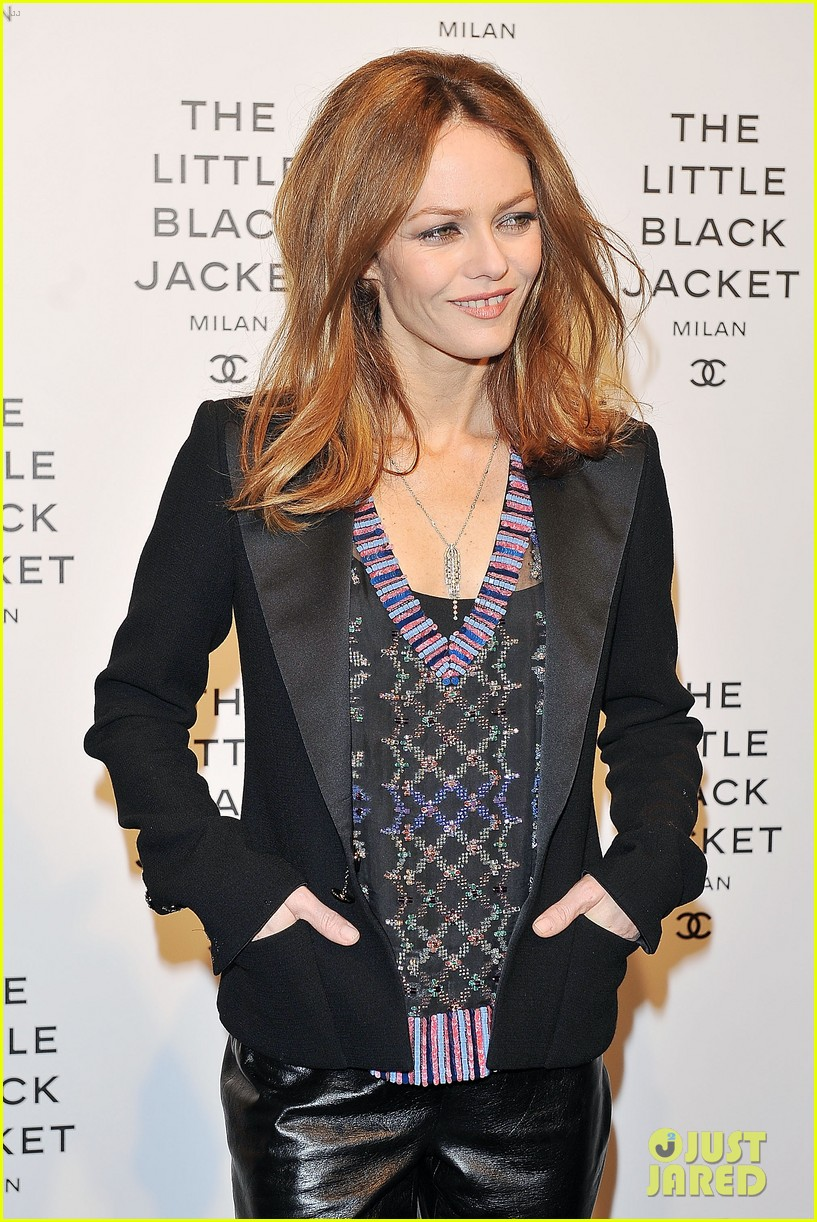 elizabeth olsen chanel little black jacket event 182843479