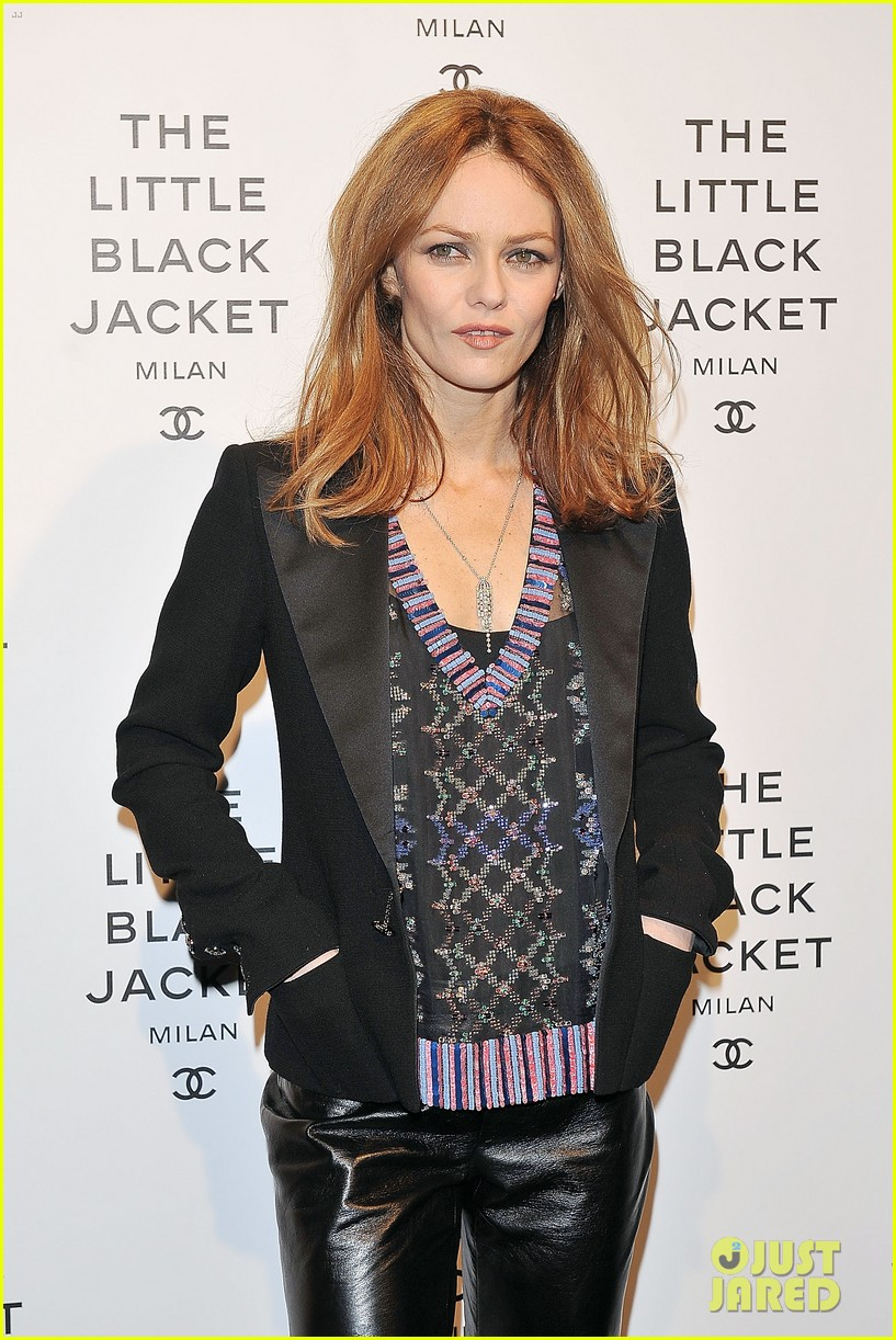 elizabeth olsen chanel little black jacket event 202843481