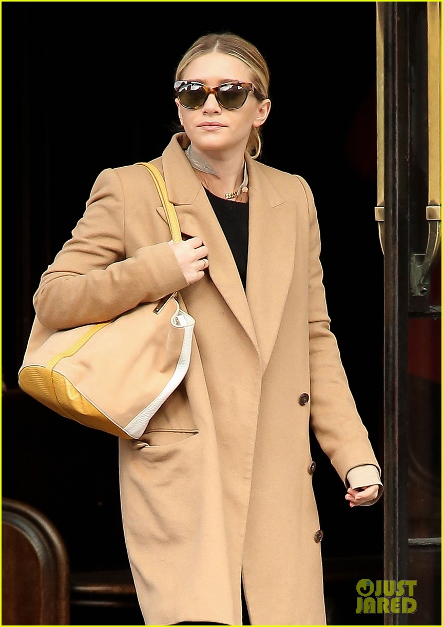elizabeth ashley olsen separate big apple outings 132851653