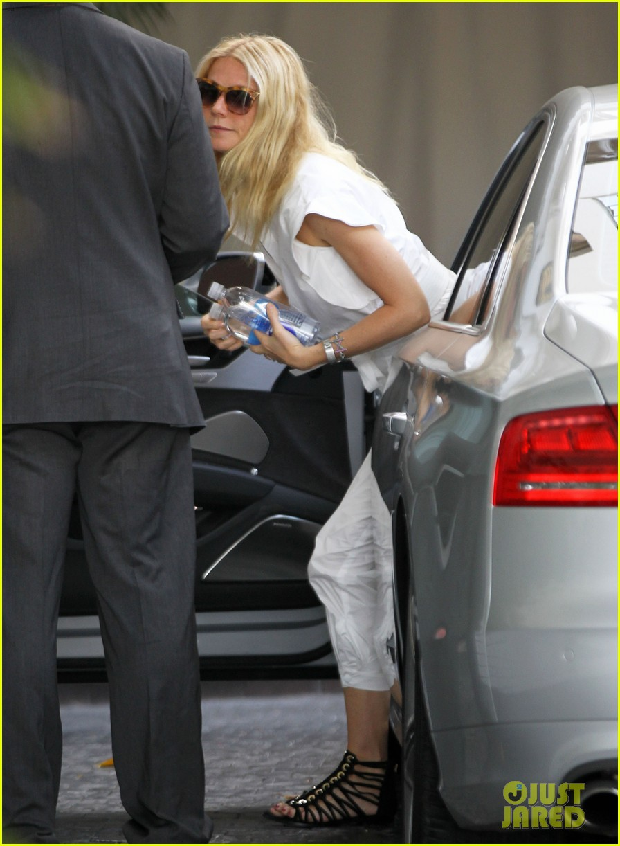 gwyneth paltrow chateau=visit before book signing 08