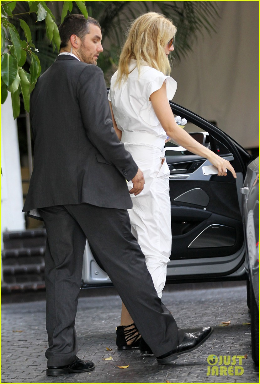 gwyneth paltrow chateau=visit before book signing 12