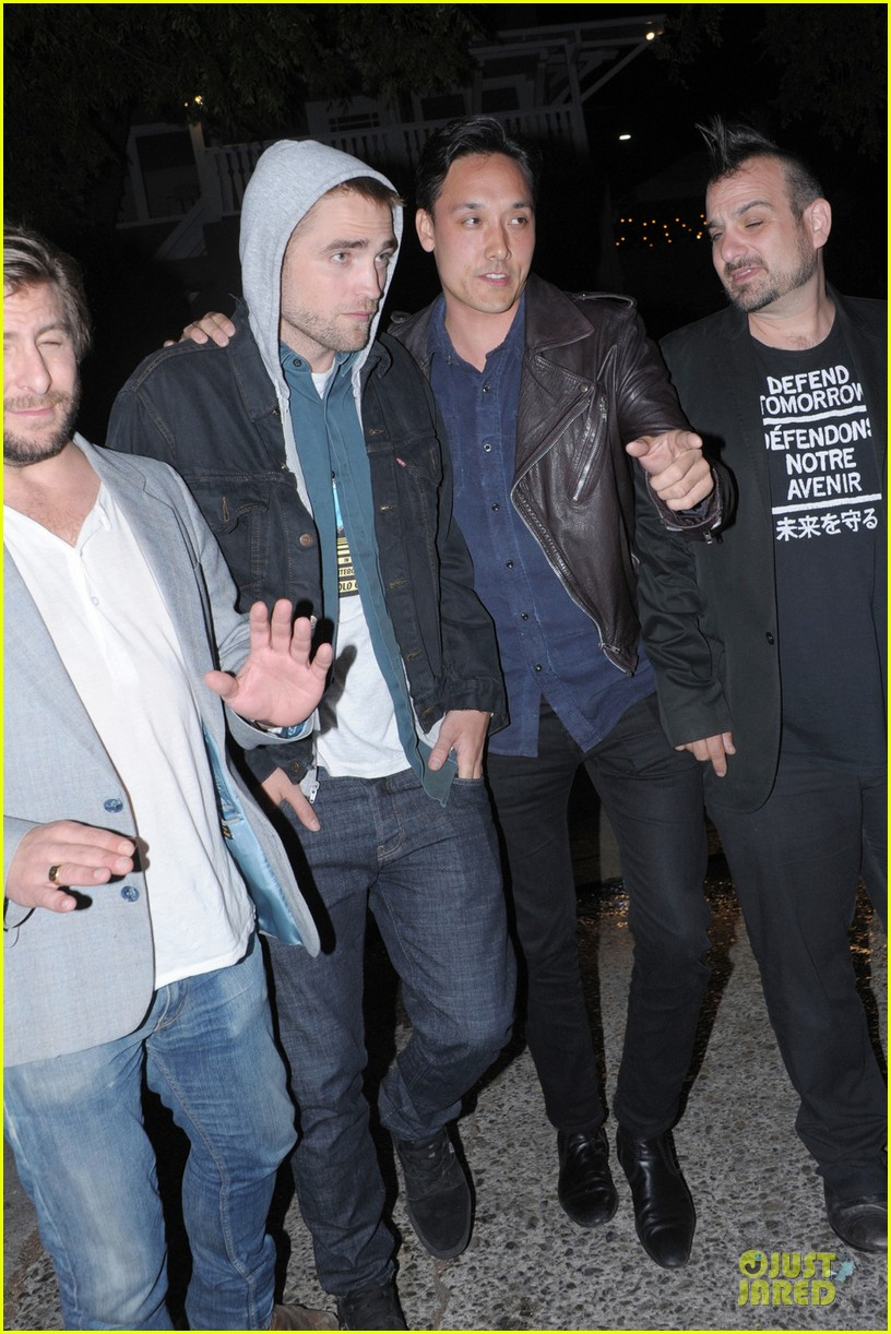 robert pattinson party with joaquin phoenix vince vaughn 03