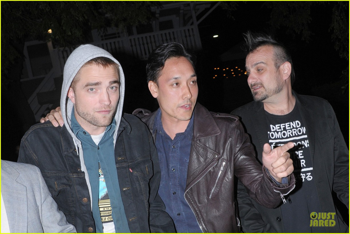robert pattinson party with joaquin phoenix vince vaughn 04