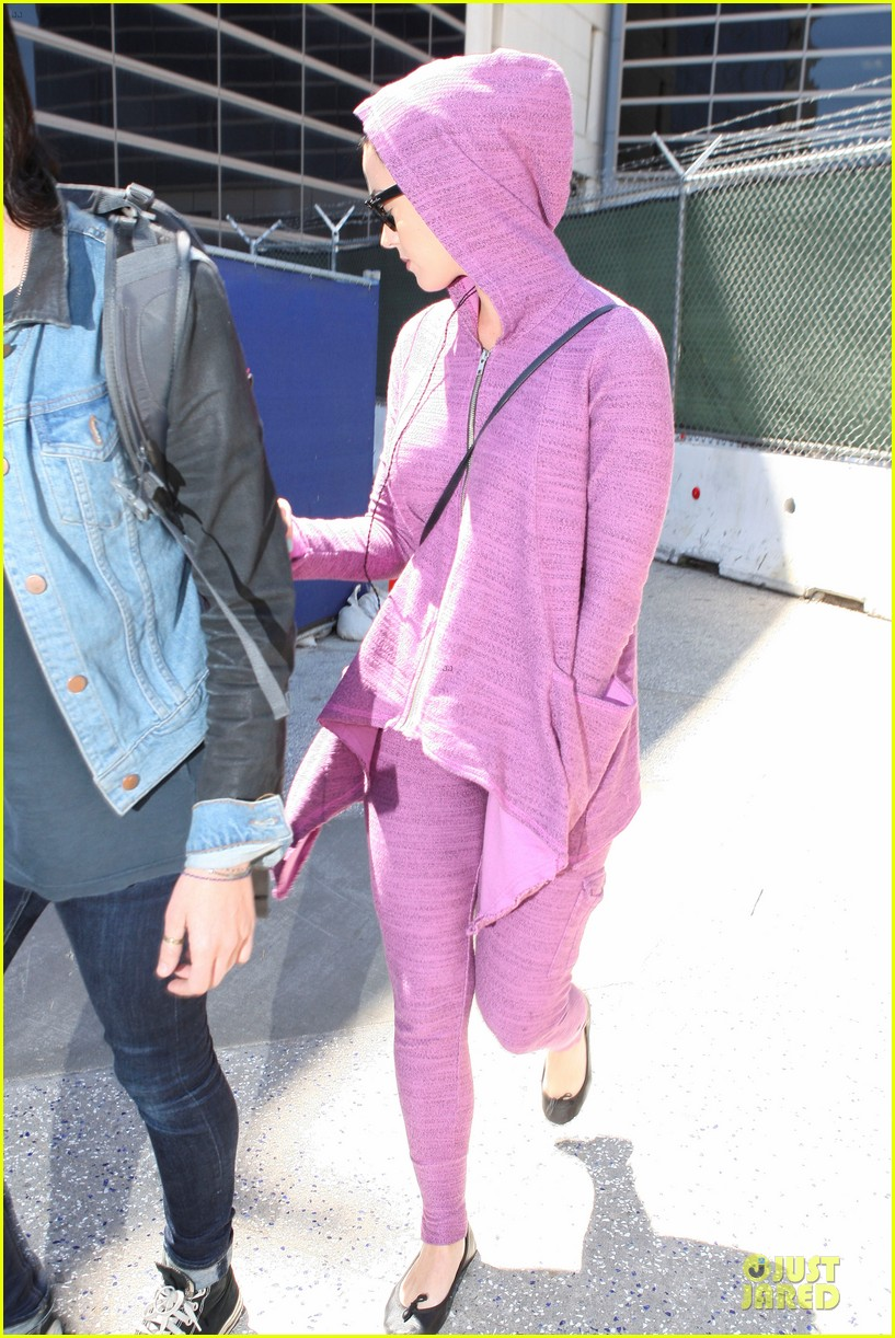 katy perry lax arrival after madagascar unicef trip 01