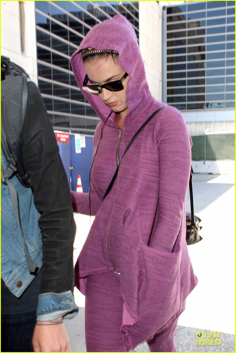 katy perry lax arrival after madagascar unicef trip 042846330
