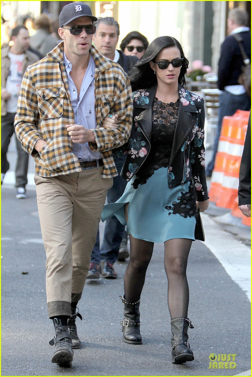 katy perry new york stroll with mystery man 08