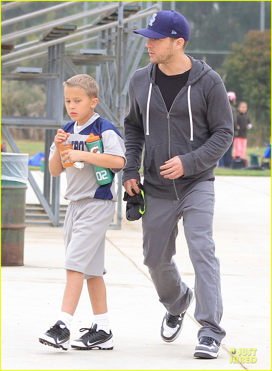 ryan phillippe cowboys soccer game with deacon 03