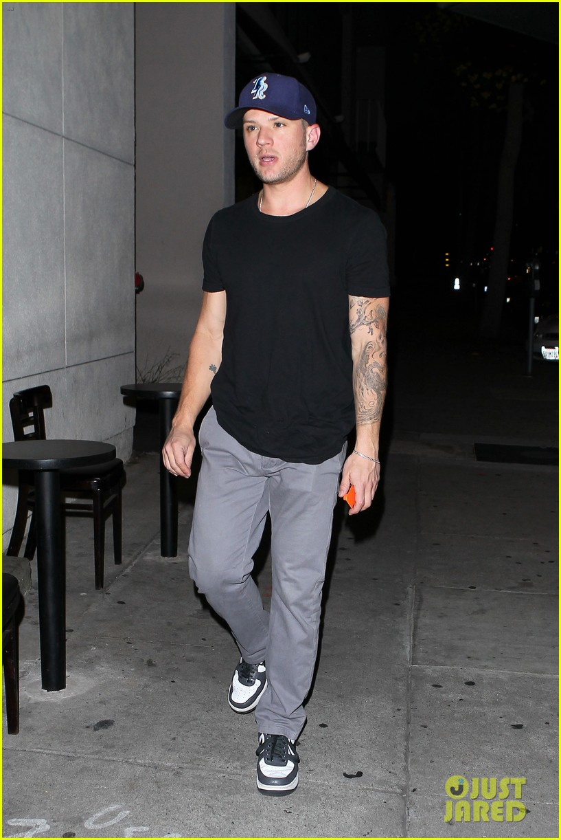 ryan phillippe steps out after reese witherspoon arrest 052857675