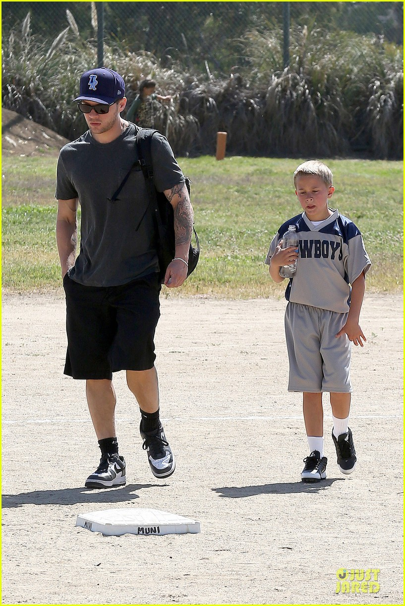 ryan phillippe deacon football game supporter 04