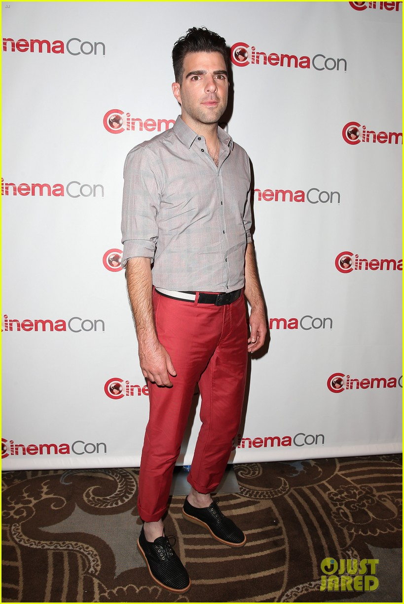 chris pine zachary quinto star trek at cinemacon 2013 25