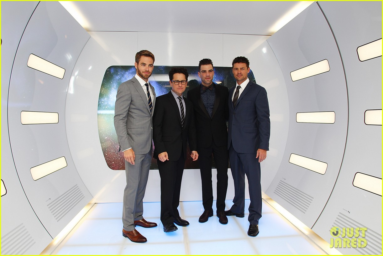 chris pine zachary quinto star trek sydney premiere 032856454
