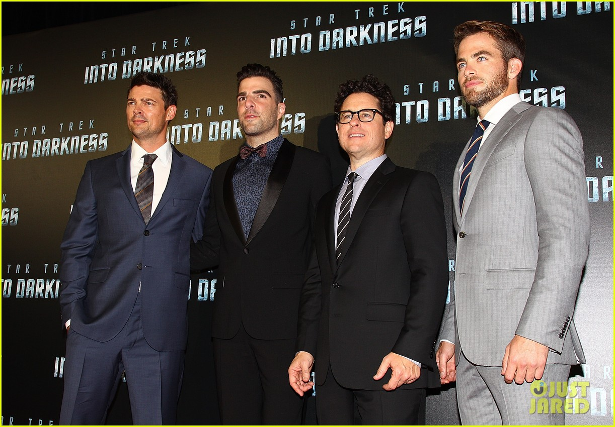 chris pine zachary quinto star trek sydney premiere 152856466