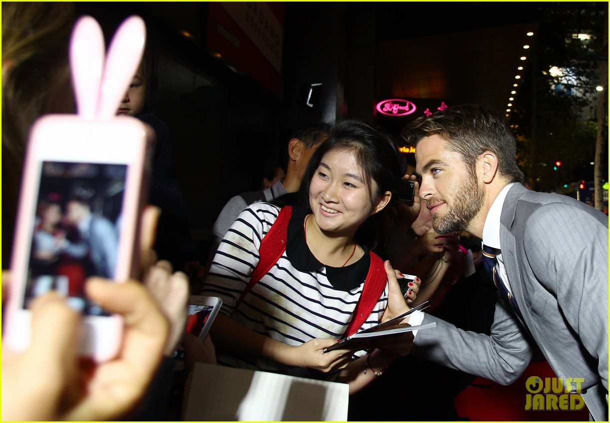 chris pine zachary quinto star trek sydney premiere 19