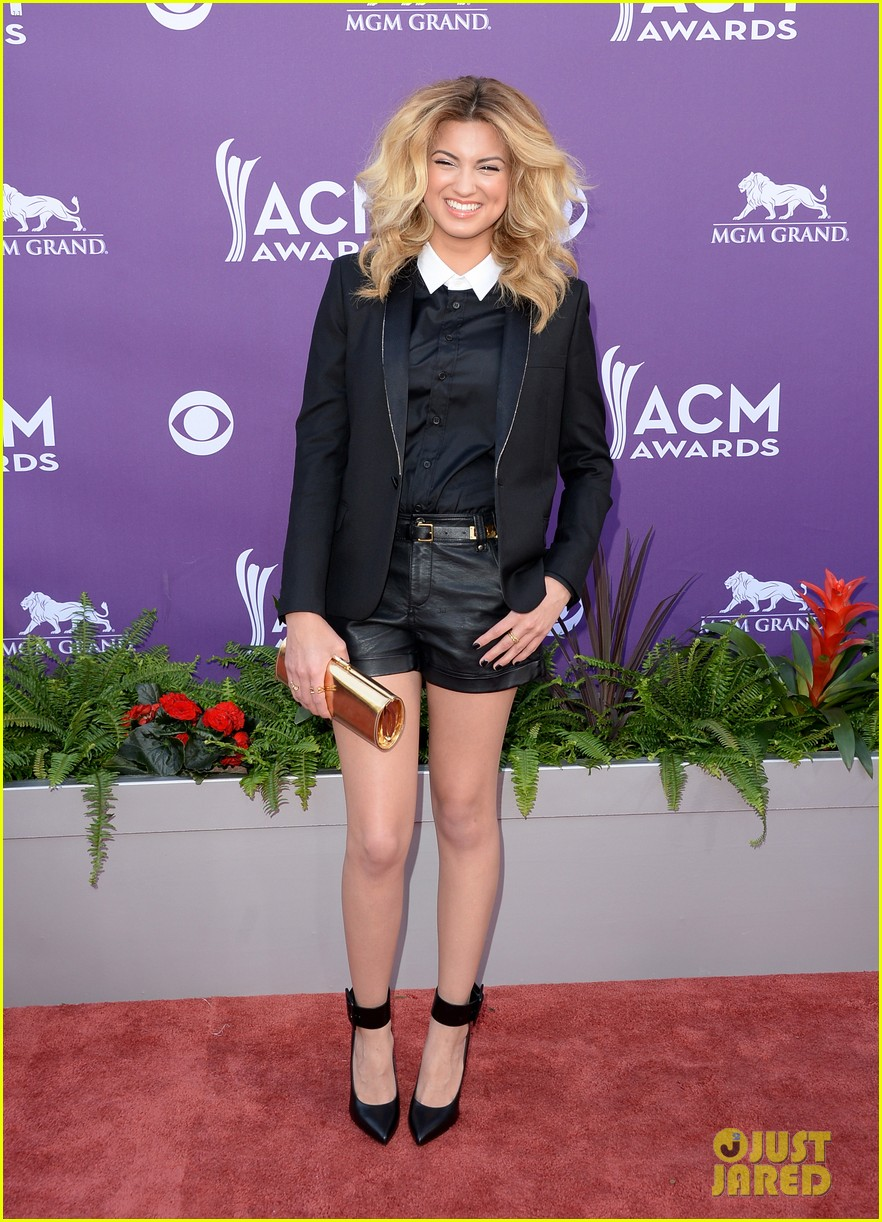 cassadee pope tori kelly acm awards 2013 red carpet 10