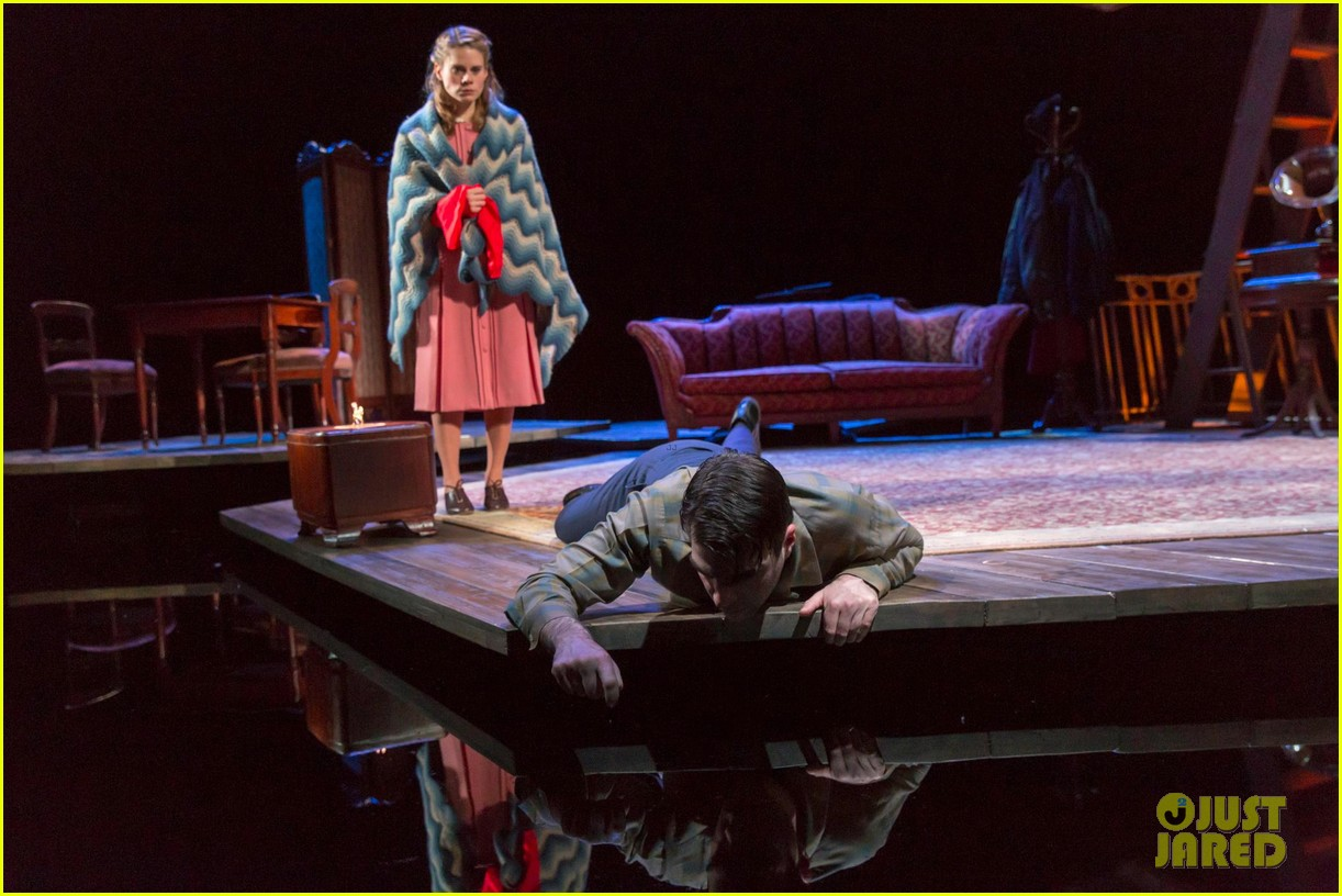 zachary quinto broadway debut in glass menagerie 07