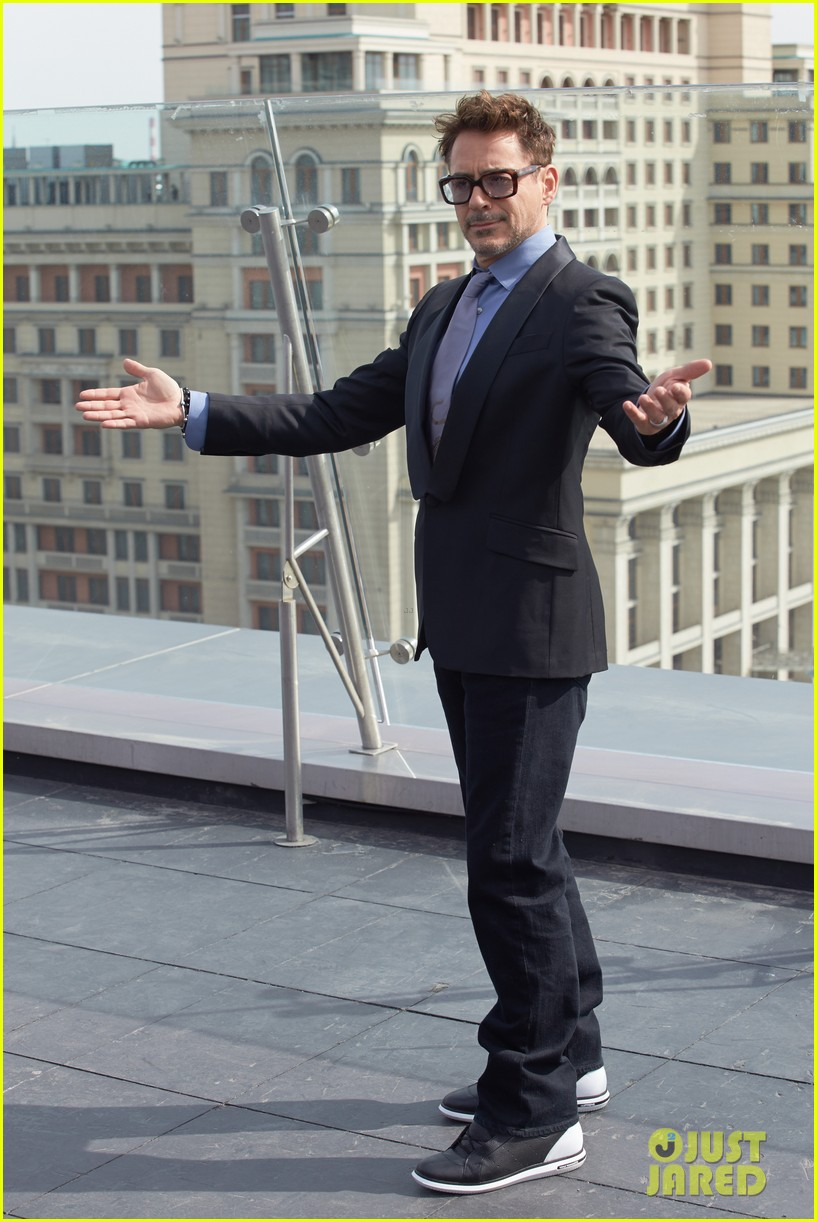 robert downey jr iron man 3 premiere press conference 01