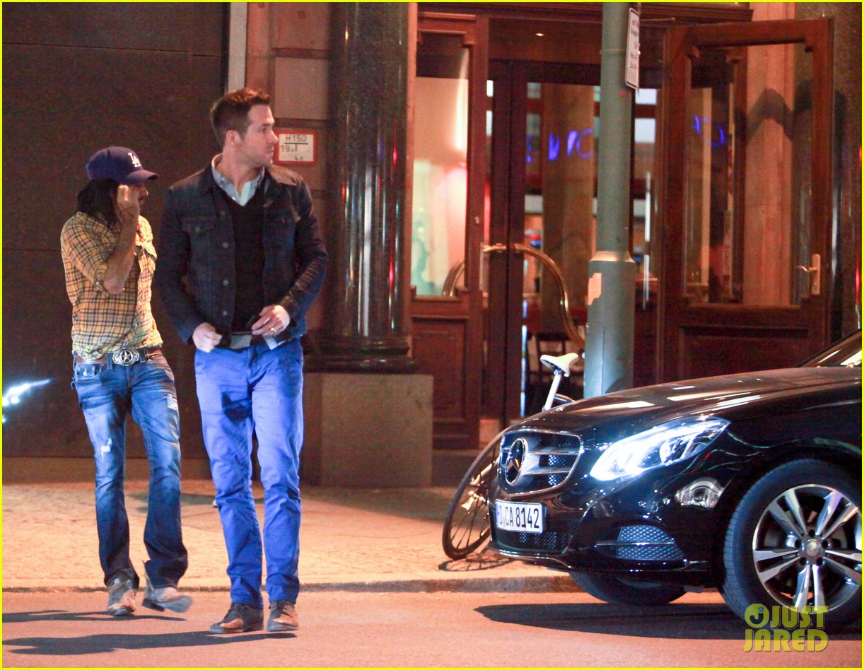 ryan reynolds berlin dinner with gemma arterton 07