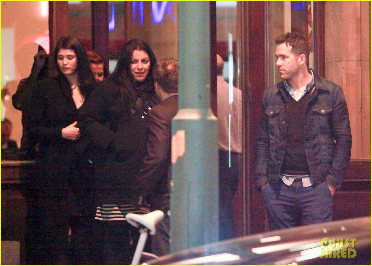 ryan reynolds berlin dinner with gemma arterton 222855709