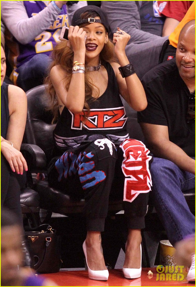 rihanna lets go lakers 03