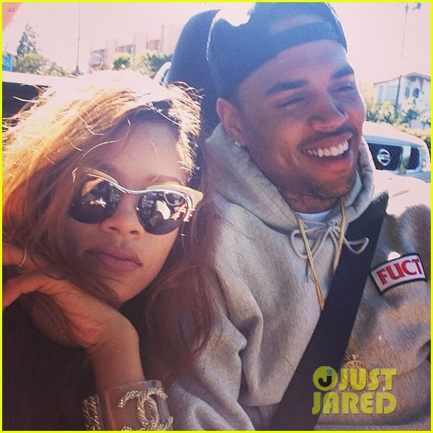 rihanna chris brown back together in new instagram pic 01