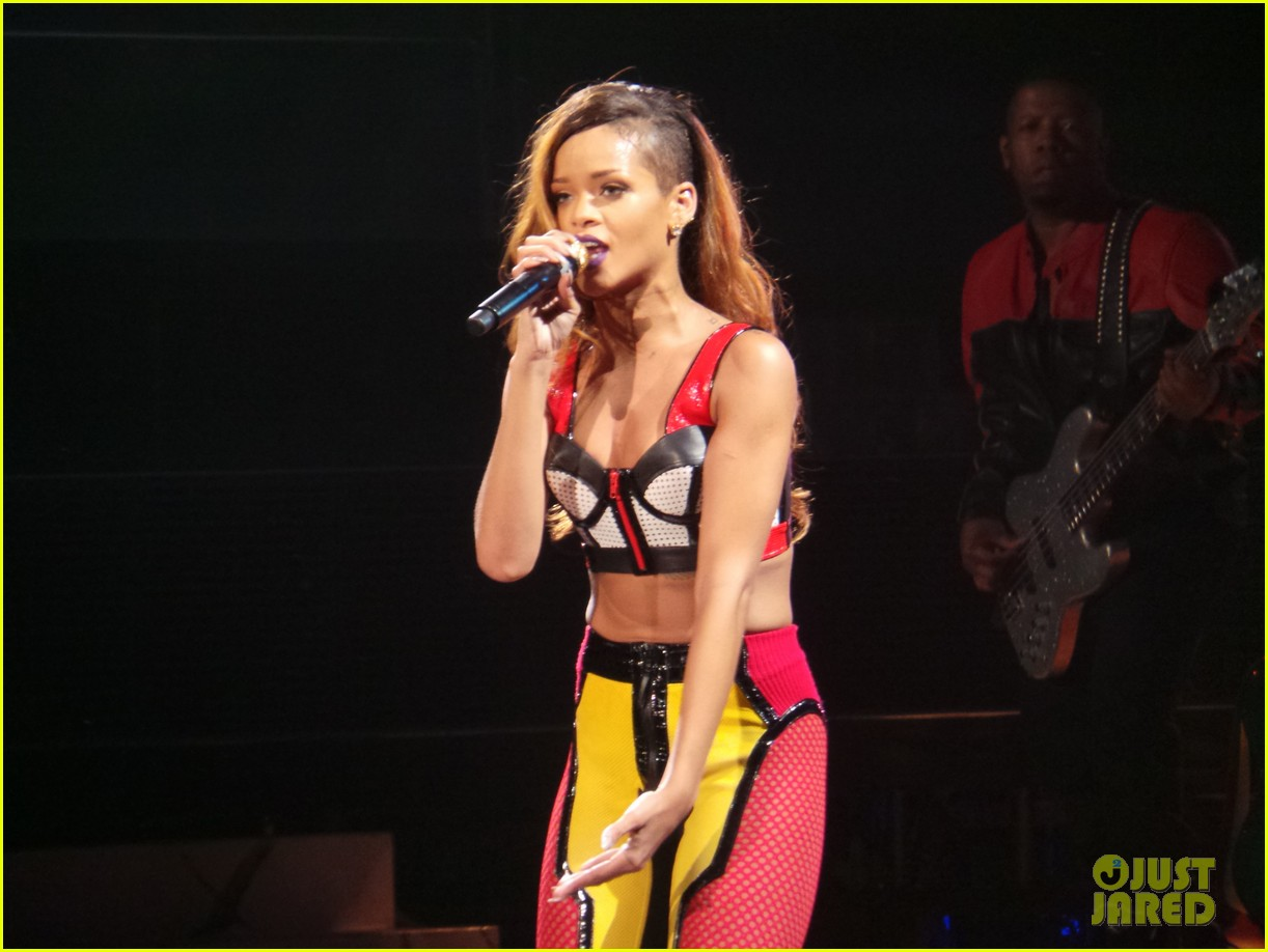 rihanna diamonds world tour backstage pictures exclusive 02