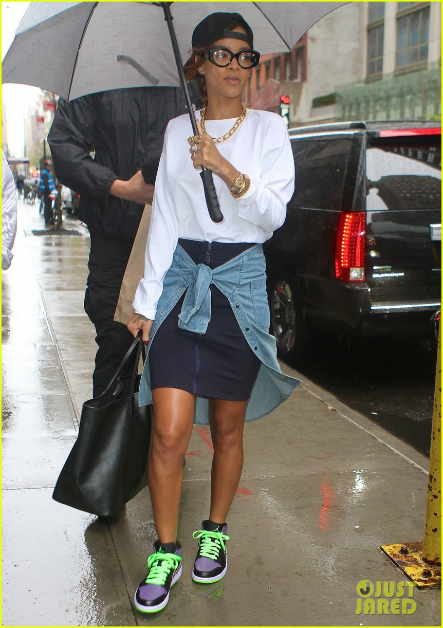 rihanna to fans you can stand under my umbrella 062860807