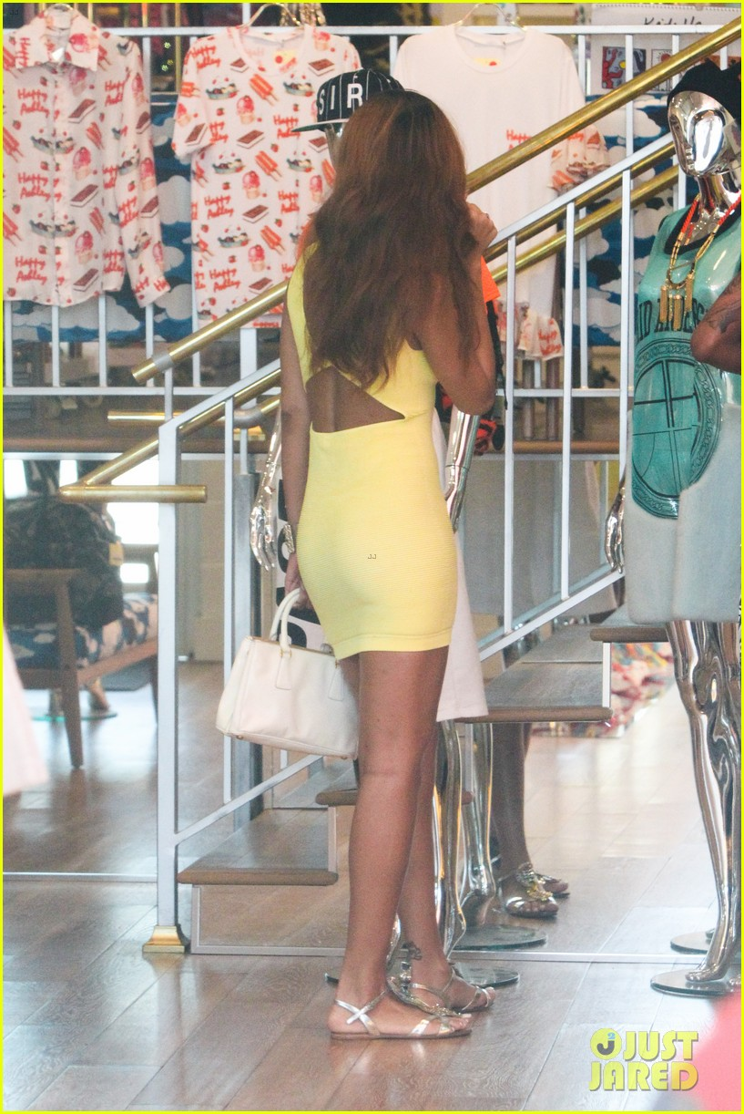 rihanna chris brown wild style shoppers 08